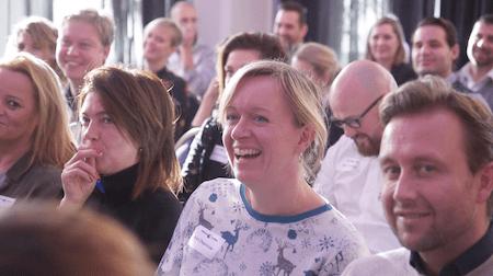 Kurt Goossens lachende deelnemers