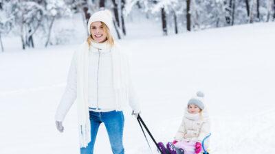 mama in de sneeuw